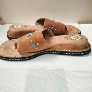 Earth shoes. Tan wirhturquoise.Celron 2000. Size 6